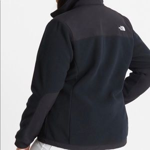Women's north face black fleece jacket